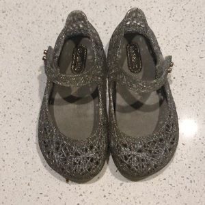Mini Melissa toddler size 7